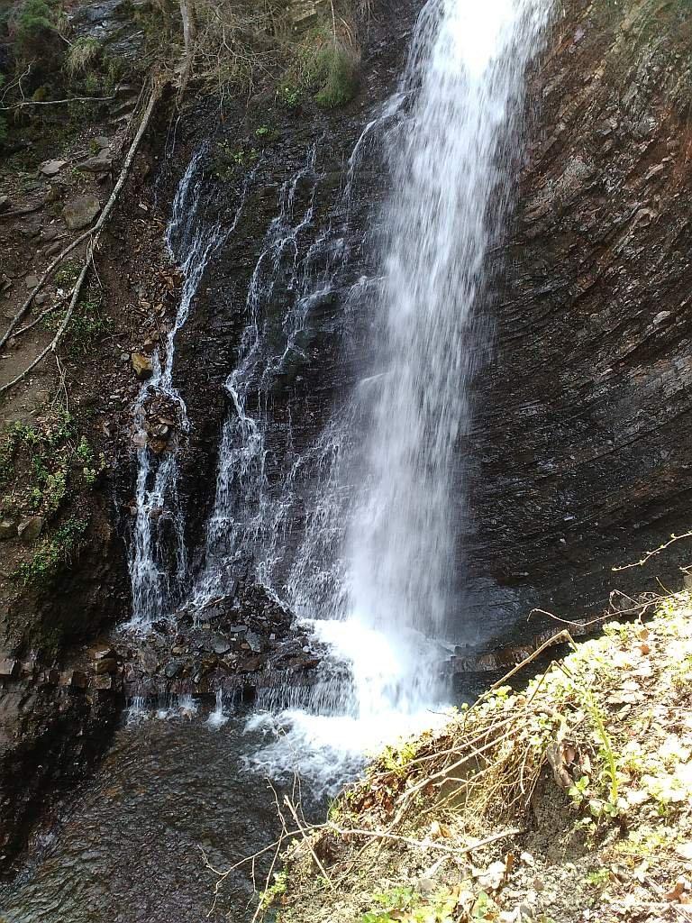 Водопад Женецкий Гук рядом с Яремче